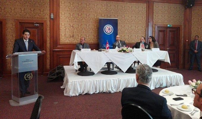 Omar el b hi supplie les am ricains renouveler le for Chambre de commerce en tunisie